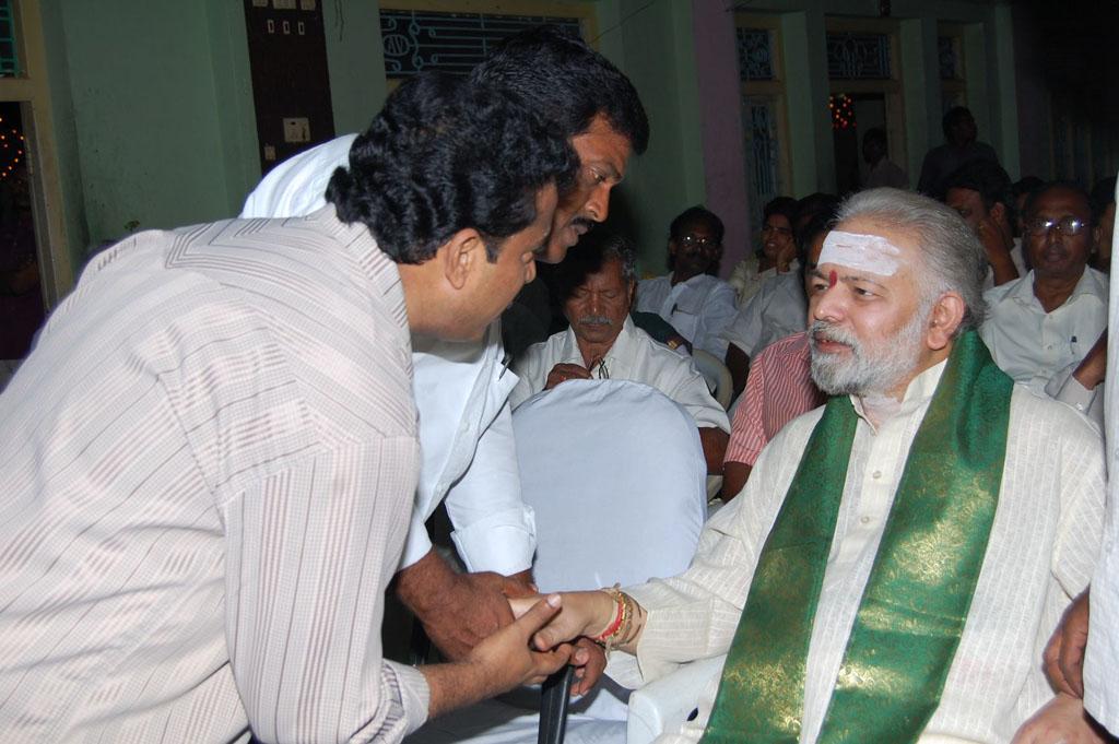 Mulugu Guruji Honored Amma Charitable trust (10)