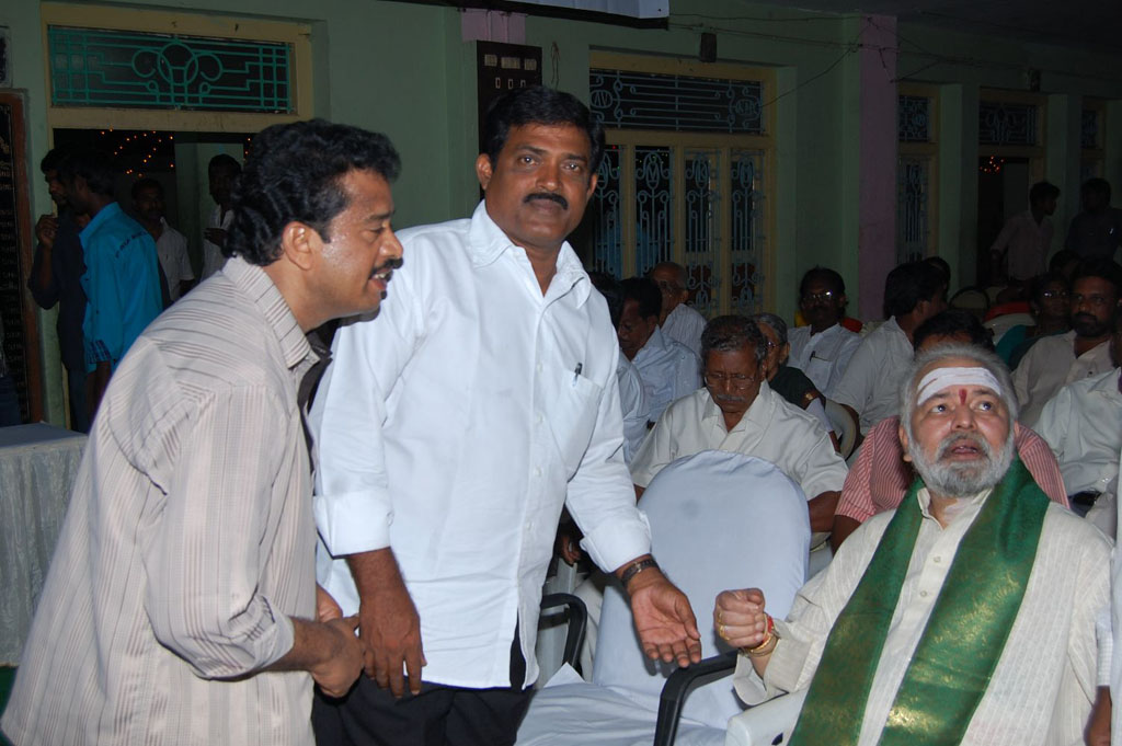 Mulugu Guruji Honored Amma Charitable trust (11)