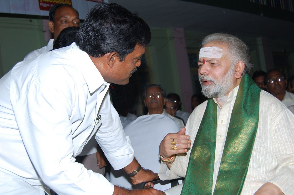 Mulugu Guruji Honored Amma Charitable trust (13)
