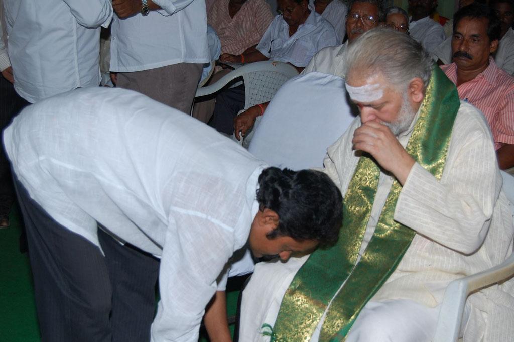 Mulugu Guruji Honored Amma Charitable trust (14)