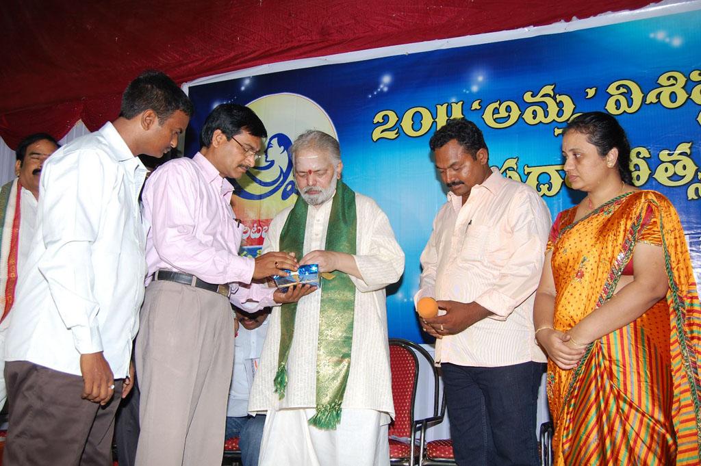 Mulugu Guruji Honored Amma Charitable trust (15)