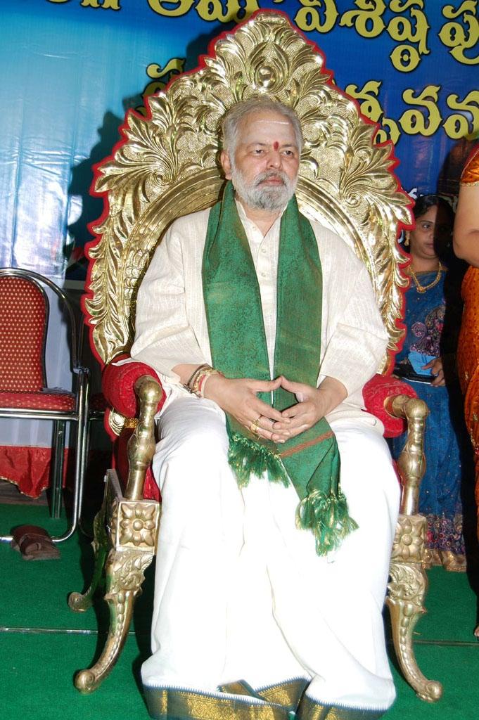 Mulugu Guruji Honored Amma Charitable trust (20)