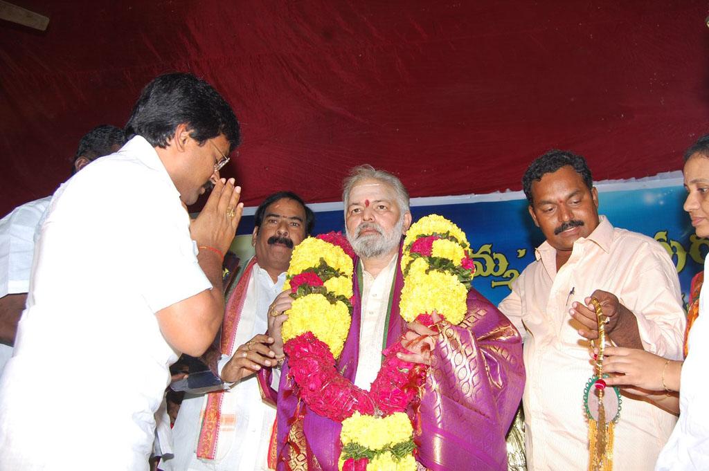 Mulugu Guruji Honored Amma Charitable trust (24)