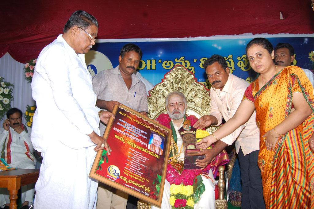 Mulugu Guruji Honored Amma Charitable trust (33)