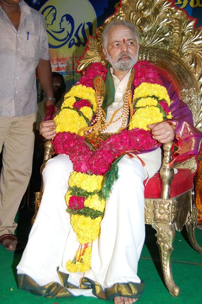 Mulugu Guruji Honored Amma Charitable trust (36)
