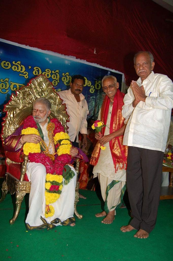 Mulugu Guruji Honored Amma Charitable trust (37)