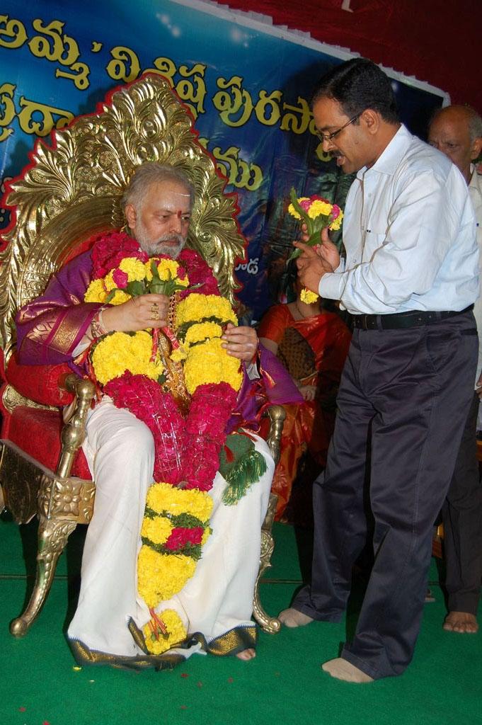 Mulugu Guruji Honored Amma Charitable trust (41)