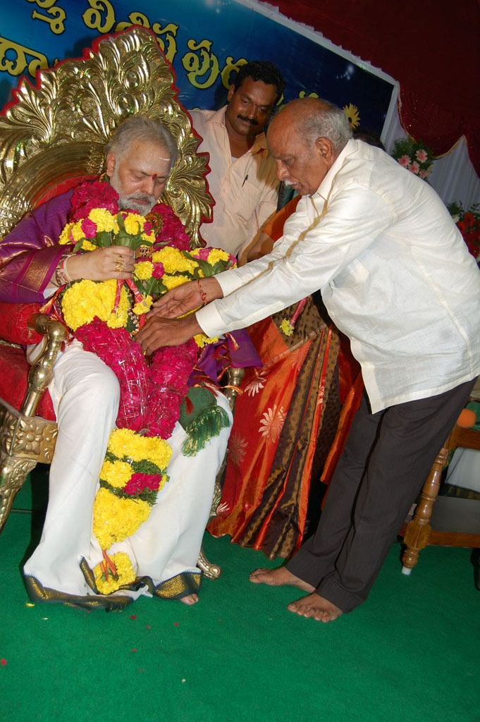 Mulugu Guruji Honored Amma Charitable trust (42)
