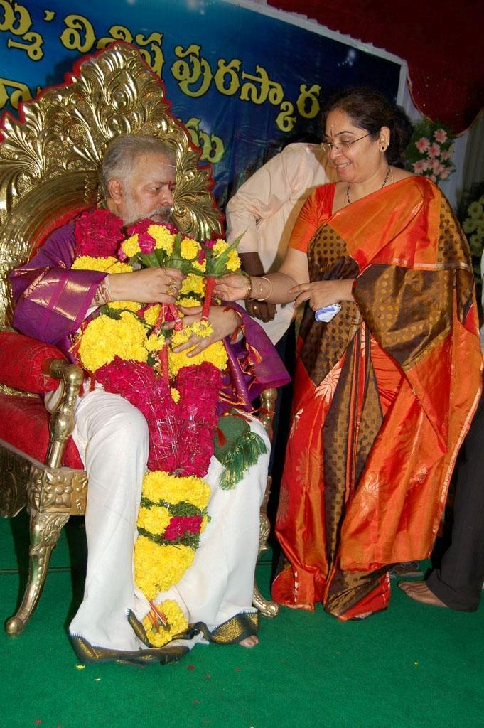 Mulugu Guruji Honored Amma Charitable trust (43)