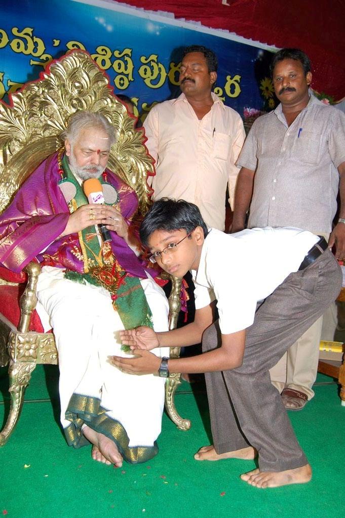 Mulugu Guruji Honored Amma Charitable trust (45)