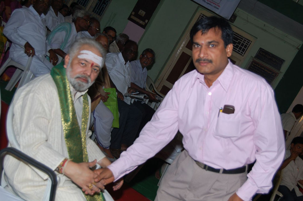 Mulugu Guruji Honored Amma Charitable trust (8)